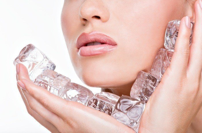 9-unique-ways-to-use-ice-cubes-for-healthy-skin5-700x462